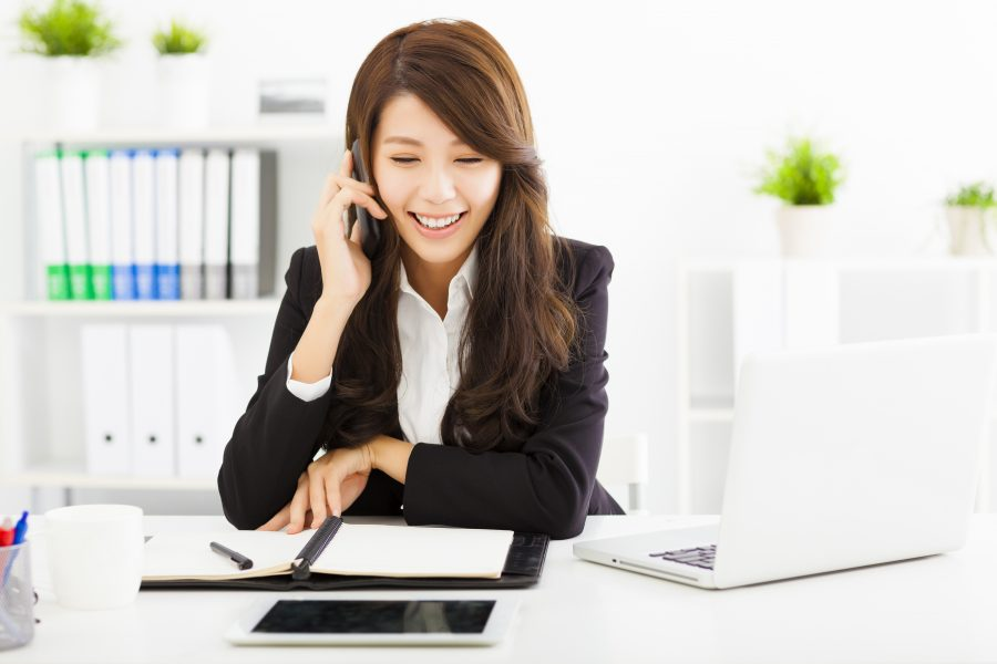 happy business woman talking on the phone in office » Leaderonomics.com